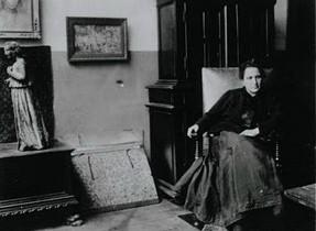 Gertrude Stein in der rue de Fleurus, 1905.